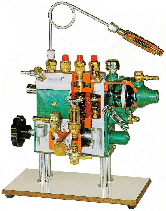 Diesel Injection Pump Cut-Away, with Inline 4 and Pneumatic